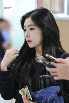 Irene-Redvelvet 180524 Incheon Airport to Japan Seulgi, Korean Girl, Asian Girl, Korean Idols, Irene Red Velvet, Pink Velvet, Black Velvet, Face Shapes, Girl Crushes
