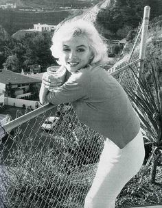 Bid now on Marilyn Monroe, Toasting: from the Last Photos by George Barris. View a wide Variety of artworks by George Barris, now available for sale on artnet Auctions. Marilyn Monroe 1962, Estilo Marilyn Monroe, Marilyn Monroe Photos, Marilyn Monroe Bedroom, Divas, Hollywood Glamour, Old Hollywood, Hollywood Hills, Film Music Books