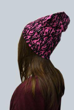 Pinkkiä ja mustaa sekoittava pipo kääntää katseet!