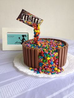 24 Super Ideas For Cake Chocolate Kids Desserts Candy Cakes, Cupcake Cakes, Food Cakes, Kid Desserts, Dessert Recipes, Chocolate Bar Cakes, Anti Gravity Cake, Gravity Defying Cake, Cake Decorating Tips