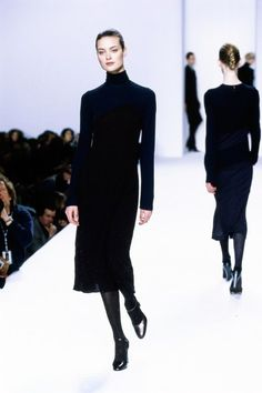 Calvin Klein Collection Fall 1996 Ready-to-Wear Fashion Show Collection: See the complete Calvin Klein Collection Fall 1996 Ready-to-Wear collection. Look 22 90s Fashion, Retro Fashion, Runway Fashion, High Fashion, Vintage Fashion, Fashion Dresses, Latest Fashion, Fashion Trends, 1990 Style