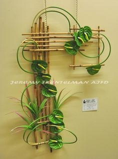 A Green Movement: Anthurium on rivercane frame, This was one of several pieces on exhibit at my last art show. A Green Movement: Anthurium on rivercane frame, This was one of several pieces on exhibit at my last art show. Ikebana Arrangements, Ikebana Flower Arrangement, Modern Flower Arrangements, Art Floral, Design Floral, Deco Floral, Flower Show, Flower Art, Arreglos Ikebana