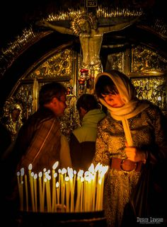 Church of the Holy Sepulchure . Jerusalem Travel, Old City Jerusalem, Christian Women, Christian Faith, Church Candles, Headscarves, Divine Mercy, Orthodox Christianity, Holy Land