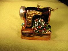 Sewing-Machine-Christmas-Tree-Ornament