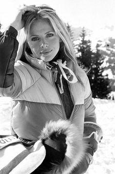 Britt Ekland. 70s ski style.