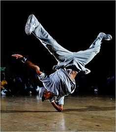 I will learn how to break dance :) Parkour, Urban Dance, Baile Hip Hop, Human Poses Reference, Dance Like No One Is Watching, Dynamic Poses, Dance Poses, Hip Hop Dance, Street Dance