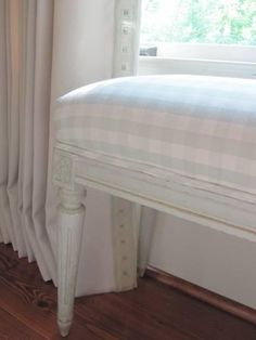 Love the pale, oversized gingham on this bench. Interior designer Phoebe Howard