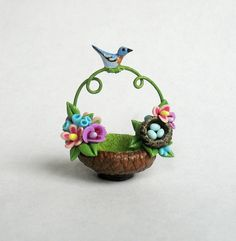 Miniature Flowers Embellished Basket with Blue Bird and Nest OOAK by C. Rohal via Etsy Cute Polymer Clay, Cute Clay, Polymer Clay Dolls, Polymer Clay Miniatures, Diy Clay, Clay Art Projects, Polymer Clay Projects, Jar Art, Clay Design