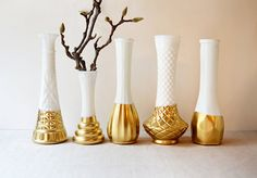 Gold Dipped Milk Glass Vase - Set of 5 vases - vintage Gold Diy, Vase Deco, Milk Glass Vase, Ideas Geniales, Gold Dipped, Bud Vases, Flower Vases, Jars, Vintage Decor