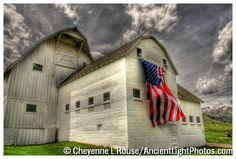 Waving in the wind. REd whiTE anD BluE! old barn