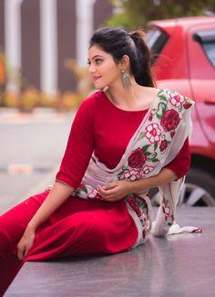 Kurti Embroidery Design, Embroidery Suits, Mahira Khan Dresses, Red Kurti, Silk Anarkali Suits, Dhoti Saree, Lehenga, Sarees, Churidar Designs