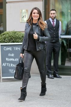 Model and actress Kelly Brook opted to wear an edgy attire as she was photographed while leaving her hotel in New York City on… Kelly Brook 2016, Kelly Brook Style, Kelly Brook Hot, Curvy Street Style, Victoria Dress, Curvy Fashion, Women's Fashion, Perfect Woman, Nice Tops