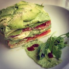 Lasaña de ensalada, pura frescura sin cocinar. | 16 Recetas de lasaña que mejorarán tu vida infinitamente