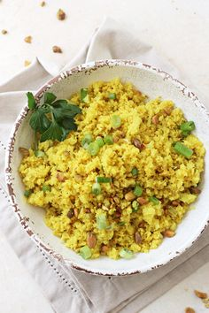 Shake up your side dish routine with this flavorful turmeric cauliflower rice! Simple, healthy and low in carbs, it's a great make-ahead recipe! Cheesey Cauliflower, Califlower Rice, Cauliflower Recipes, Rice Recipes For Dinner, Veggie Recipes, Whole Food Recipes, Healthy Recipes, Paleo Dinner, Yummy Recipes