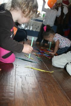 Fun feather activity for kids.  Good fall theme.