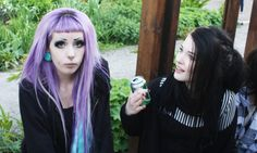 Look at the pastel goth girl <3