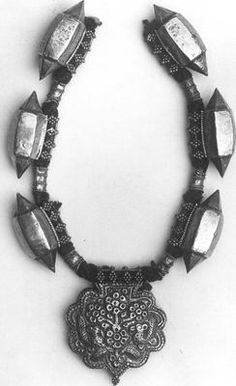 Met Collection,  Necklace 18th–19th century, India, Gold, Dimensions  L: 23 in. (58.4 cm)