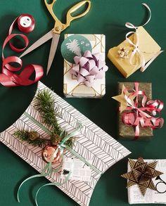 Give your gifts a personal touch. Glitter star DKK 4,98 / SEK 6,80 / NOK 6,70 / EUR 0,69 / ISK 138  #giftwrapping #indpakning #diy #gavepapir #julegaver #wrappingpaper #jul #christmas #sostrenegrene #søstrenegrene