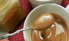 Cough Remedies Honey and Cinnamon: Powerful Duo Knocks Colds and (Surprisingly!) Diabetes - Studies show the insulin boosting power of cinnamon can counteract glucose elevation in honey, making your honey and cinnamon a low glycemic index food! Homeopathic Remedies, Health Remedies, Flu Remedies, At Home Cough Remedies, Cough Suppressant Home Remedies, Diabetes Remedies, Low Glycemic Index Foods, Types Of Arthritis, Crunches