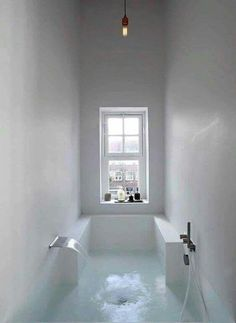 I would give my right arm to have a tub like this!!!