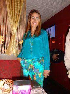Melissa Mussi assinando a assessoria de imprensa do evento