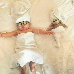 Born Baby Photos, Funny Baby Photos, Monthly Baby Photos, Baby Girl Pictures, Monthly Pictures, One Month Old Baby, Baby Month By Month, Baby First Halloween, Boy Halloween