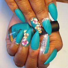 Love the 3-D flower nail art