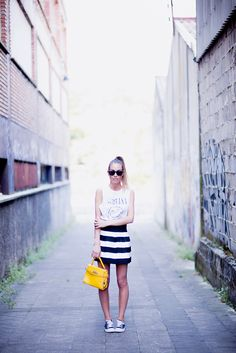 Yellow www.absolutelyberta.com #blogsmoda #fashionblog #lookbook #converse #yellowbag #streetstyle #black&white