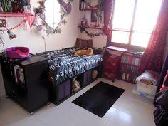 Materials: 2 EXPEDIT shelf units 5x1, 1x Sultan Lade 90cm, 3 purple SKUBB boxes, non-slip under carpet material Description: I saw quite a few double bed h