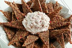 Cranberry Walnut Crackers w/ Cranberry Orange Spread - Raw and Vegan Great Recipes, Whole Food Recipes, Cooking Recipes, Drink Recipes, Cranberry Cheese, Cranberry Almond, Good Food, Yummy Food, Raw Food Diet