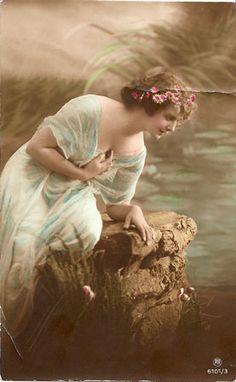 Original Vintage Postcard