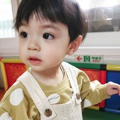 Image may contain: 1 person, child and close-up Dad Baby, Cute Baby Boy, Cute Little Baby, Little Babies, Cute Boys, Baby Kids, Cute Asian Babies, Korean Babies, Asian Kids