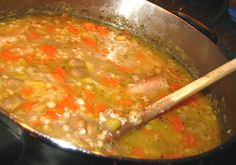 Soupe aux gourganes du Lac Vegetable Recipes, Cheeseburger Chowder, Soup Recipes, Salsa, Curry, Food And Drink, Nutrition, Vegetables, Cooking