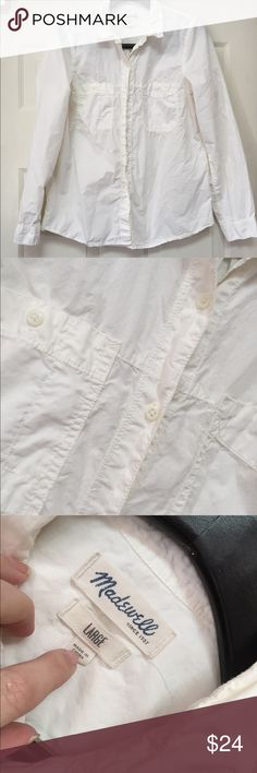 Madewell white button down large GUC A little wrinkled otherwise in great condition. Smoke and pet free home. Bundle discount 20% Madewell Tops Button Down Shirts