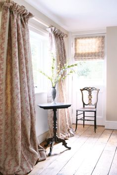 Interlined curtain in cottagey fabric on chunky cream pole with roman blind