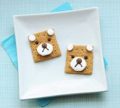 Teddy bear s'mores are almost too cute to eat. 19 Easy And Adorable Animal Snacks To Make With Kids Cute Snacks, Snacks To Make, Easy Snacks, Cute Food, Kid Snacks, Delicious Snacks, Funny Food, Animal Themed Food, Animal Snacks
