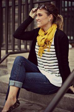 Acheter la tenue sur Lookastic: https://lookastic.fr/mode-femme/tenues/cardigan-t-shirt-a-manche-longue-jean-ballerines-echarpe/1135 — Cardigan noir — T-shirt à manche longue à rayures horizontales blanc et noir — Jean bleu marine — Écharpe jaune — Ballerines imprimées léopard brunes