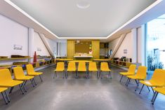Image 9 of 28 from gallery of Kínder Monte Sinaí / LBR + A. Photograph by Alfonso Merchand Monte Sinai, Kindergarten Interior, Chair Design, Floor Plans, Flooring, Lights, Interior Design, Gallery, Table