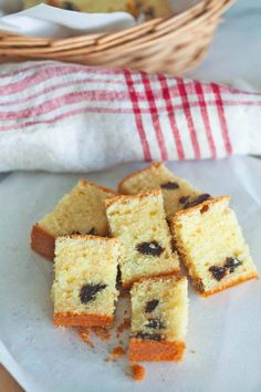 Brandy butter cake with prunes. Dried Prunes, Rasa Malaysia, How To Make Bread, Bread Making, Pound Cake, Cornbread, Cake Recipes, Butter, Sweets