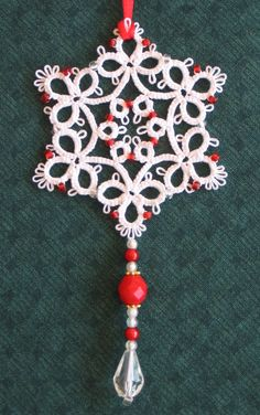 Something for the Christmas tree: tatted by Judith Connors Tatted Snowflakes by Vida Sunderman Trefoil Snowflake pg Yarn Thread, Thread Crochet, Love Crochet, Knit Crochet, Shuttle Tatting Patterns, Needle Tatting Patterns, Tatting Jewelry, Tatting Lace, Lace Patterns