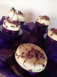 Torta boda flores lila morado opispo nazareno