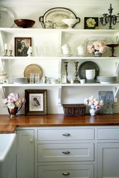 Laurel Bern, an interior designer in Bronxville, NY shares ideas for kitchen shelf styling. Laurel Bern Interiors, 31 Pondfield Rd W. 10708 | 914.232.3022