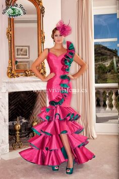 Look at that happy dress High Fashion Dresses, Pink Fashion, Sexy Dresses, Boho Fashion, Evening Dresses, Prom Dresses, Flamingo Dress, Spanish Dress, Fiesta Outfit