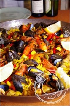 Fideua: variant of paella, a Spanish specialty where rice is replaced - shrimp Shrimp Risotto, Jambalaya, Spanish Food, Couscous, Seafood, Pasta, Food And Drink, Dishes, Ethnic Recipes