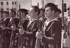 Marins de la RSI lors d'une prise d'armes