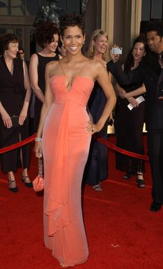 Halle Berry Photos Photos: Annual Screen Actor's Guild Awards - Halle Berry Photo – Annual Screen Actor's Guild Awards - Halle Berry Style, Halle Berry Hot, Formal Evening Dresses, Evening Gowns, Strapless Dress Formal, Prom Dress, Red Carpet Gowns, Lady, Beautiful Outfits