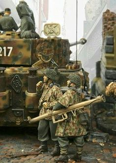 Military Figures, Military Art, Tiger Tank, Model Tanks, Military Modelling, German Army, Toy Soldiers, Armored Vehicles, Luftwaffe