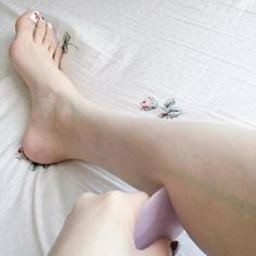 モデル脚に変身!太もものセルライトをセルフで撃退するコツ♡ - Locari(ロカリ)