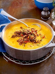 Paprika-Möhrensuppe mit Hackgröstl Rezepte Pepper and carrot soup with minced meat Meat Recipes, Healthy Recipes, Low Carb Recipes, Cooking Recipes, Minced Meat Recipe, Vegetable Soup Healthy, Carne Picada, Carrot Soup, Eat Smart