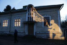 Valotaideteos syttyy tiistaina piristämään Sepän talon ulkopintaa